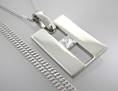 diamondpendant.jpg
