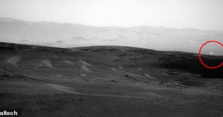 Mars Curiosity Rover Captures Mysterious Photo of a Bright Spot Floating Above The Ground.