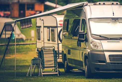 motorhome-vacation-camping-P922YL8.jpg