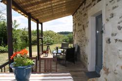 La terrasse du Gîte la Noyeraie