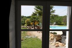 Vue sur la piscine, gîte la Noyeraie