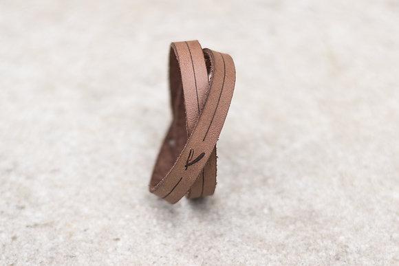 bracelet en cuir double tour gravé motif coupe chou