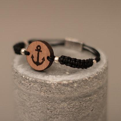 Bracelet en bois et macramé – motif ancre marine