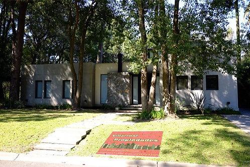Venta de Casa 5 AMBIENTES en Fincas de Iraola