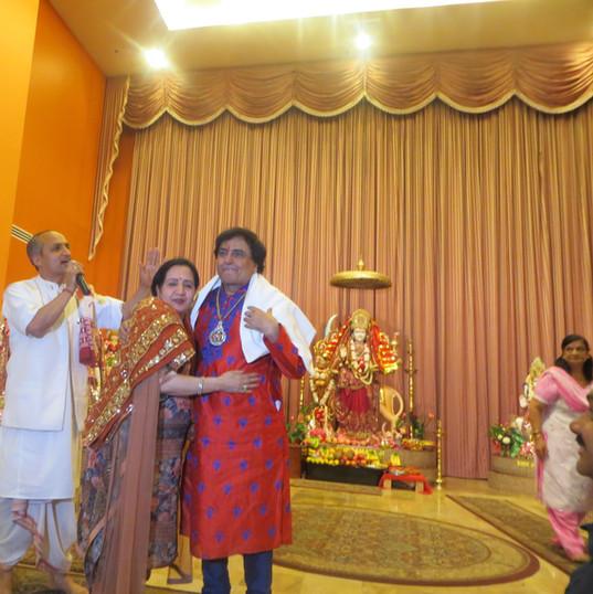 Narender Chanchal Ji performing at HHC