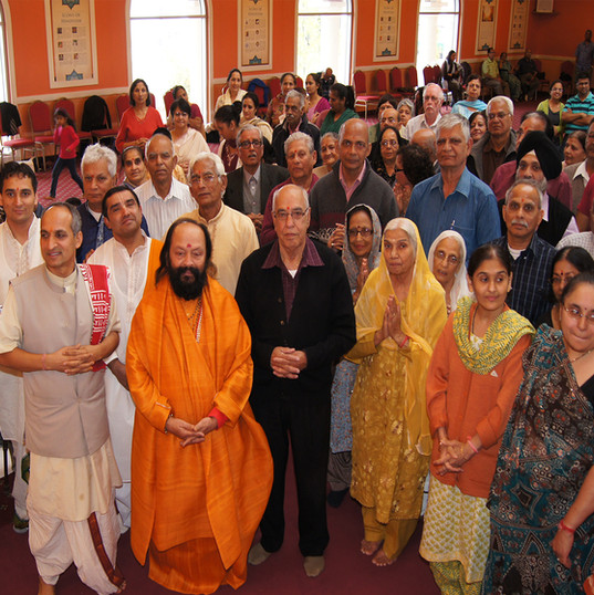 Swami Arjunpuri Ji with HHC Seniors