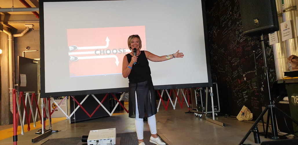 Anya Dixon Presenting
