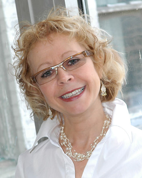 Dr. Nicole, speaker, author, family doctor
