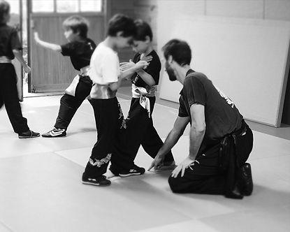 cours-kung-fu-enfants-partenaire-travail