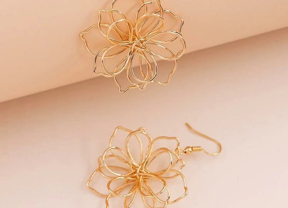 Chic Gold Flower Earrings