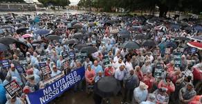 Funcionários da FORD se juntam ao sindicato e fazem greve.