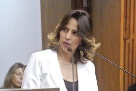 Elian Santana volta ao cargo de vereadora em Santo André.
