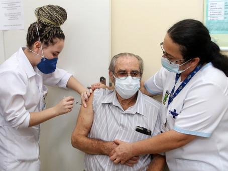 Santo André inicia aplicação de segunda dose da Coronavac em idosos com mais de 85 anos