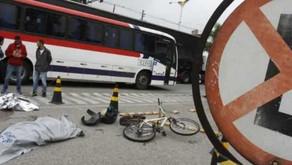 Ciclista morre atropelado por ônibus em Mauá.
