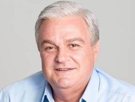 Morre o ex-deputado José Mentor aos 71 anos em São Paulo, vítima do coronavírus.