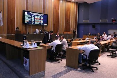 Vereadores da Câmara de São Bernardo voltaram atrás e aceitaram revogar o aumento de 26% no salário.