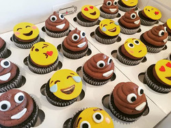 I'll never look at chocolate buttercream the same way again!💩 #emojicupcakes #birthdayparty #emojip