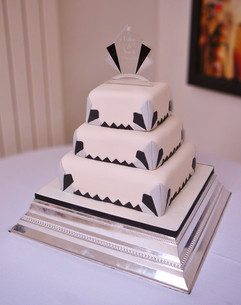 Art deco fan wedding cake