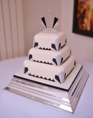 Art deco fan wedding cake
