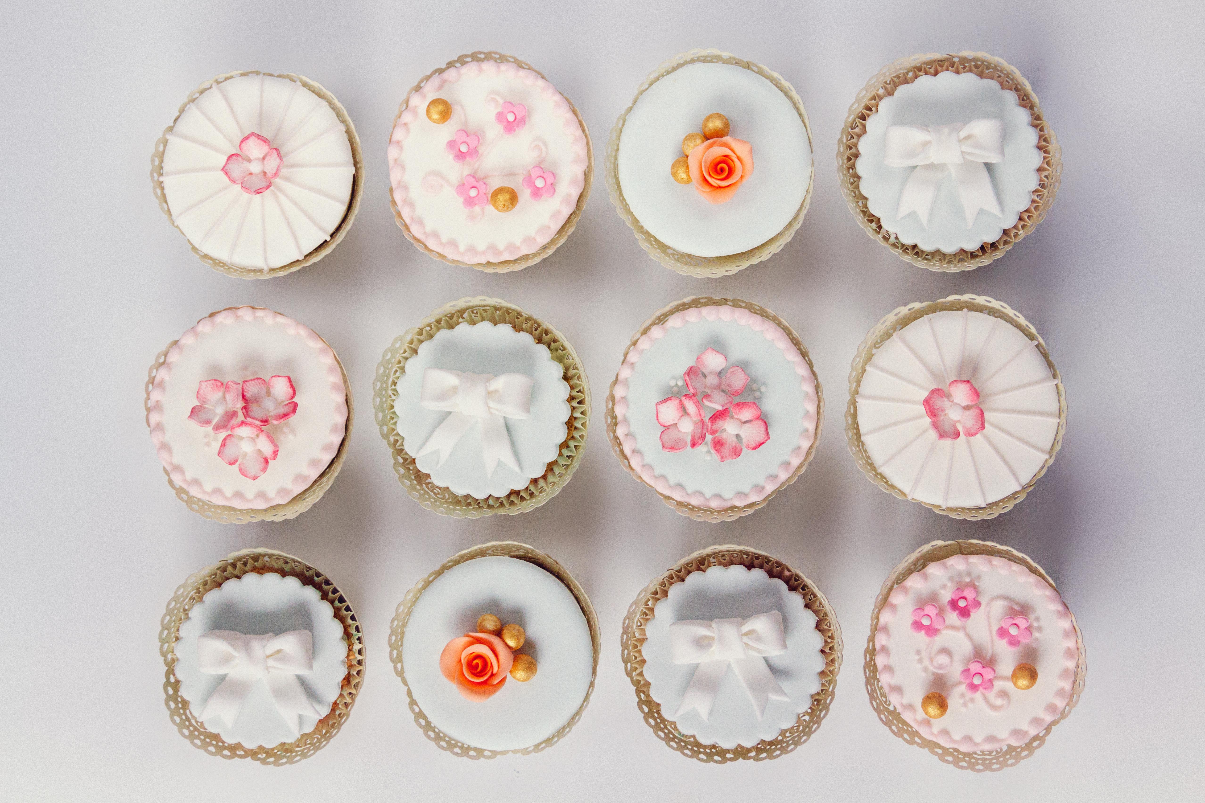 Petals & bow cupcakes