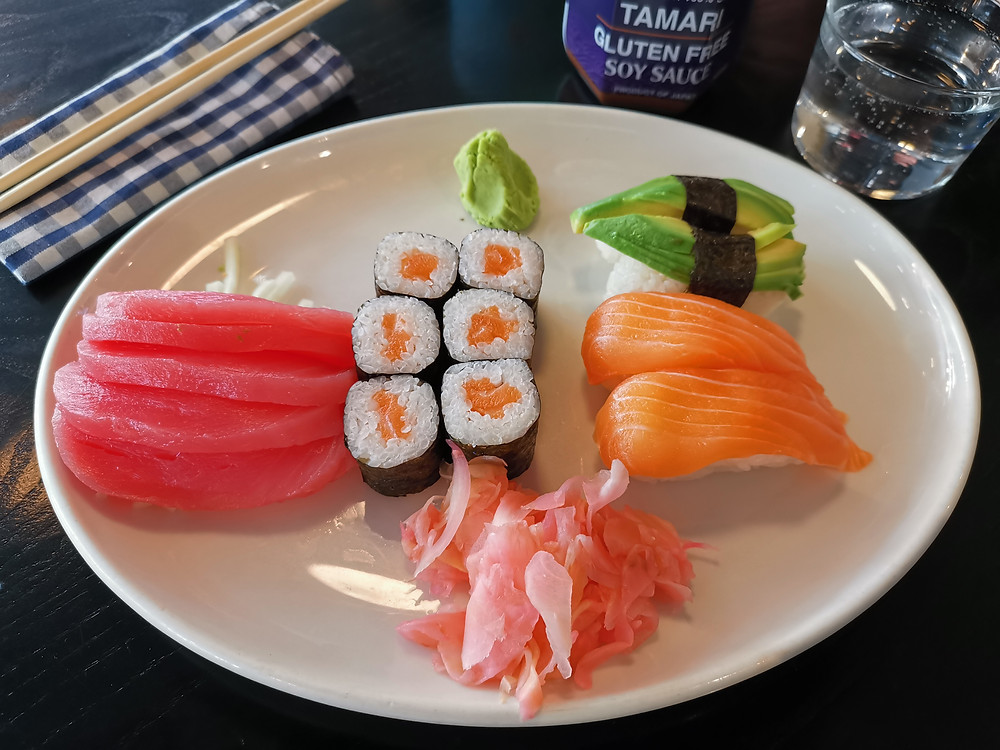 Sushi with gluten-free soy sauce