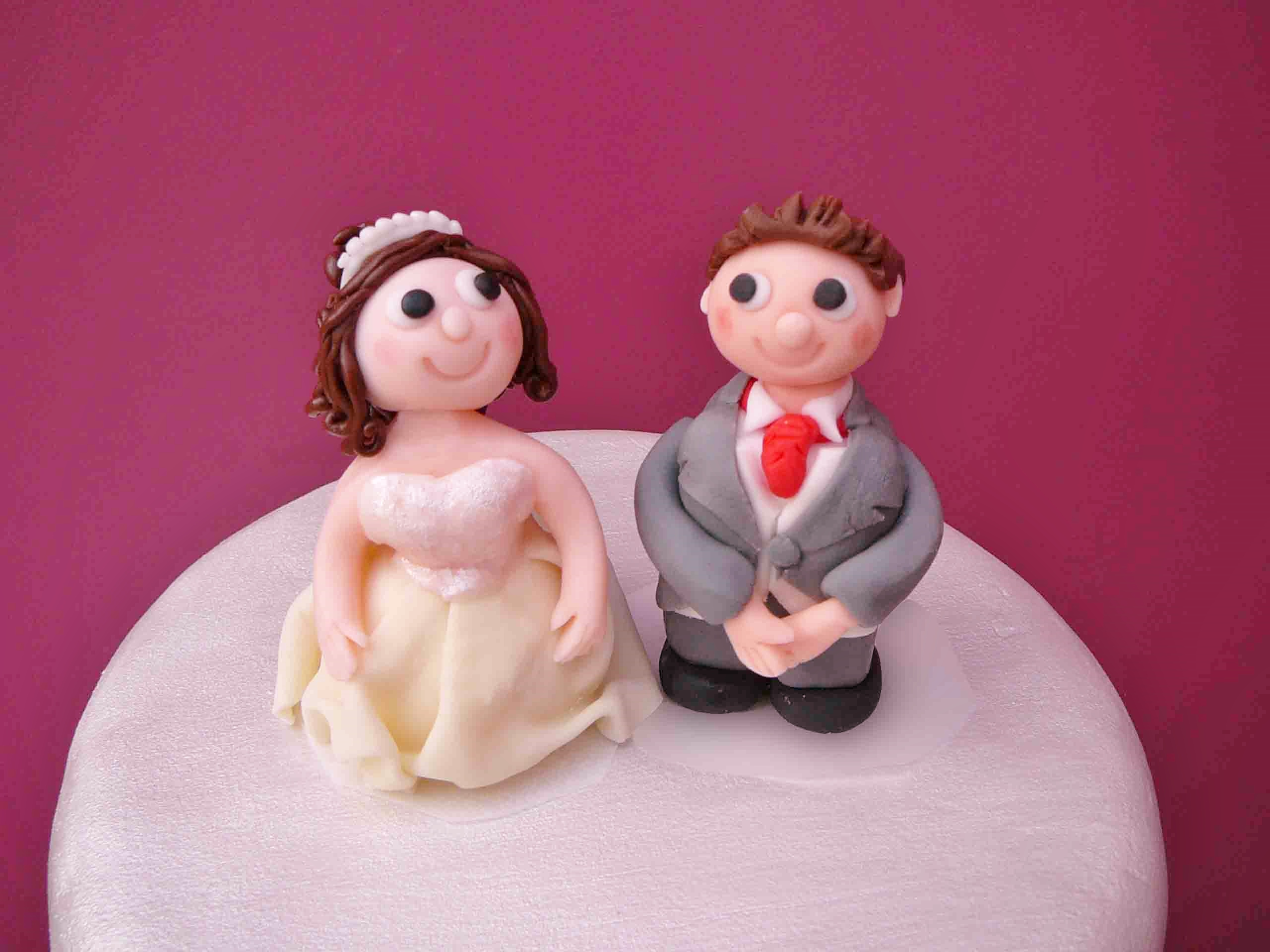 Brunette bride & groom