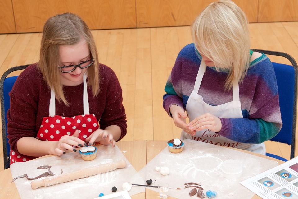 How to make an owl cupcake