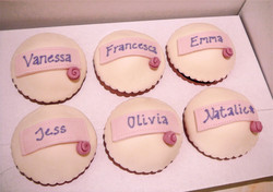 Wedding%20cupcakes%20with%20names_edited