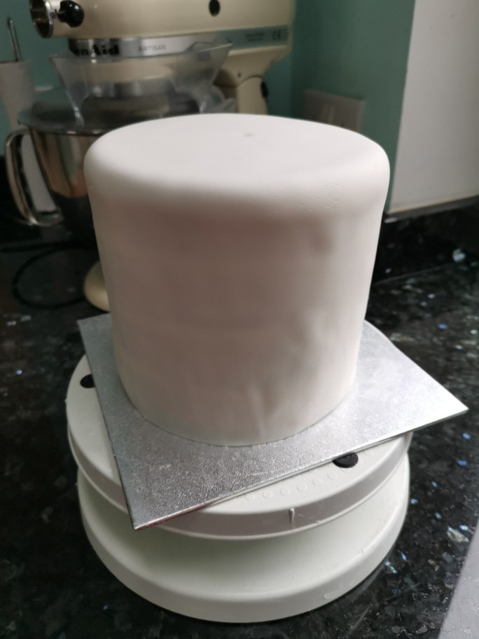 An undercoat of fondant