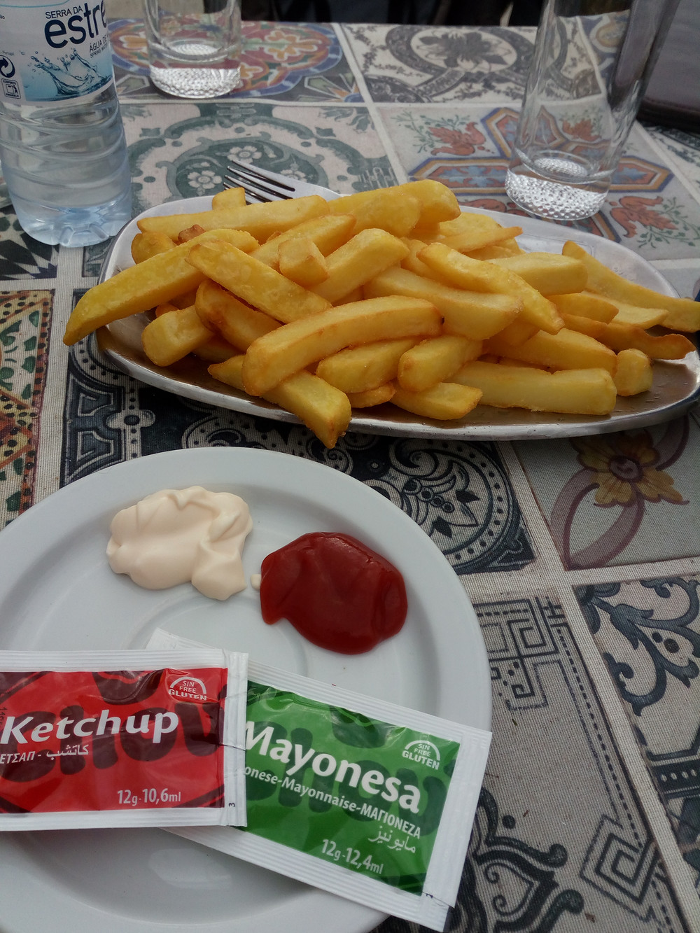 Look at those chips! Even the sauces are gluten-free!