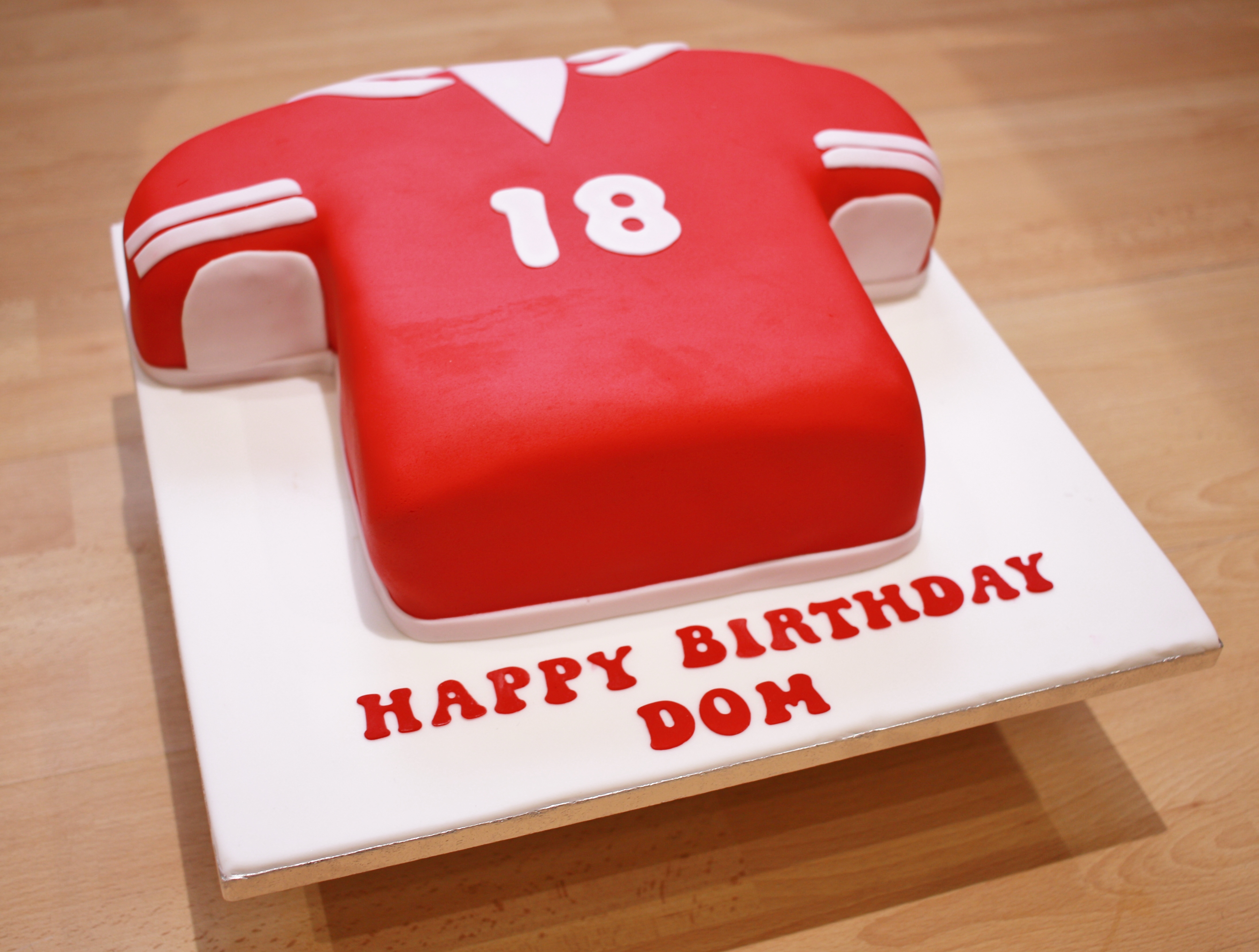 Football shirt fondant cake