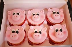 Fondant pig cupcakes