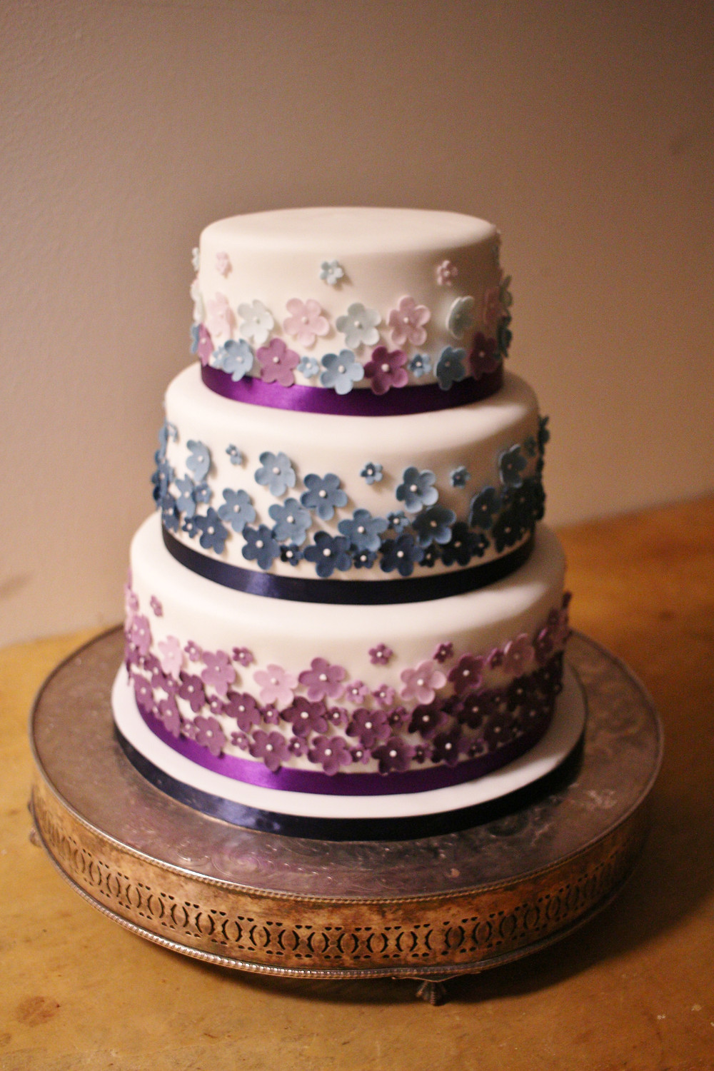 Ombre flowers on wedding cake
