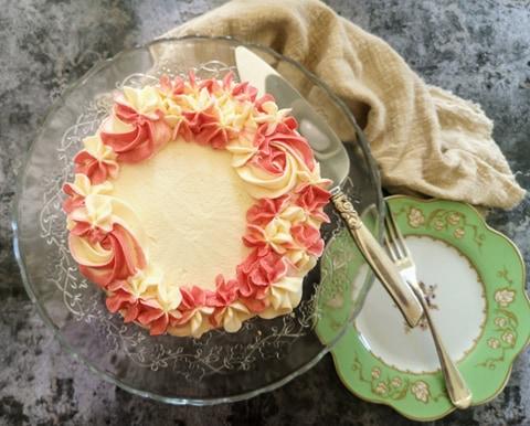 2D two tone buttercream roses cake