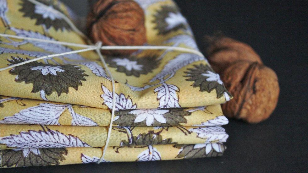 serviette de table jaune et taupe