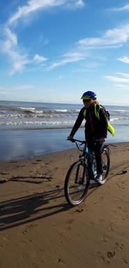 Si pedala in spiaggia!