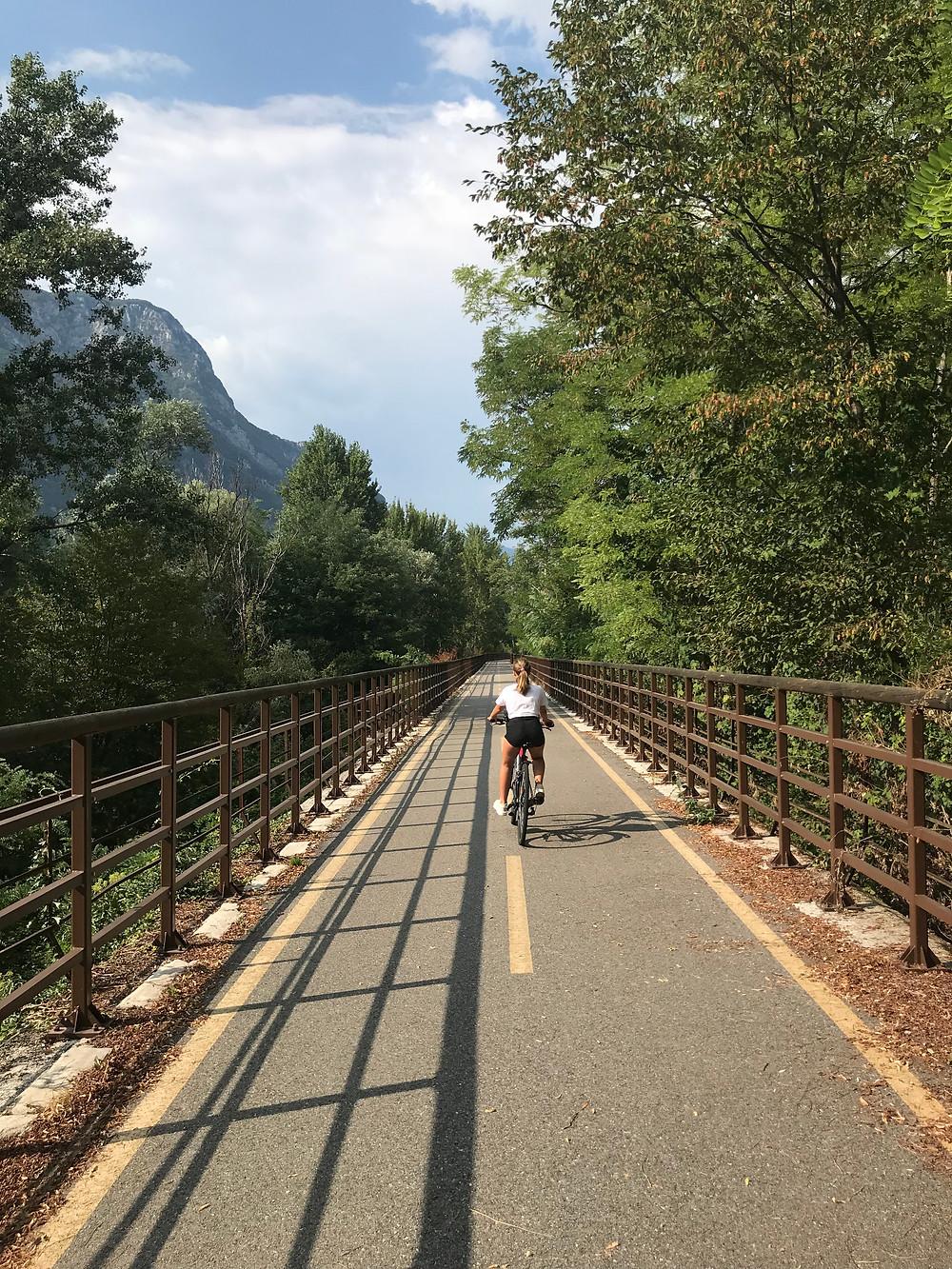 Een deel van het Alpe Adria fietspad tussen Venzone en Gemona