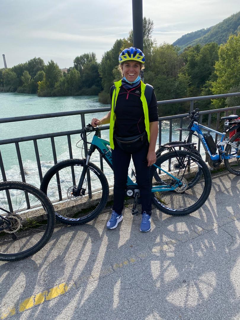 Ich oben auf der Brücke über den Isonzo
