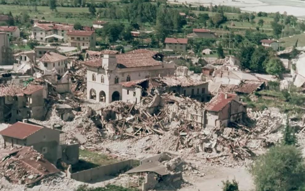 De situatie na de aardbeving in mei 1976
