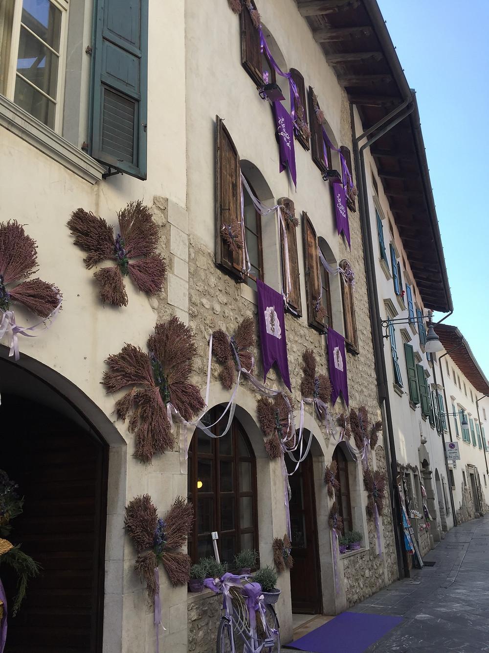 Een van de vele lavendel winkeltjes in de hoofdstraat