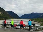Radfahren entlang des Flusses Tagliamento