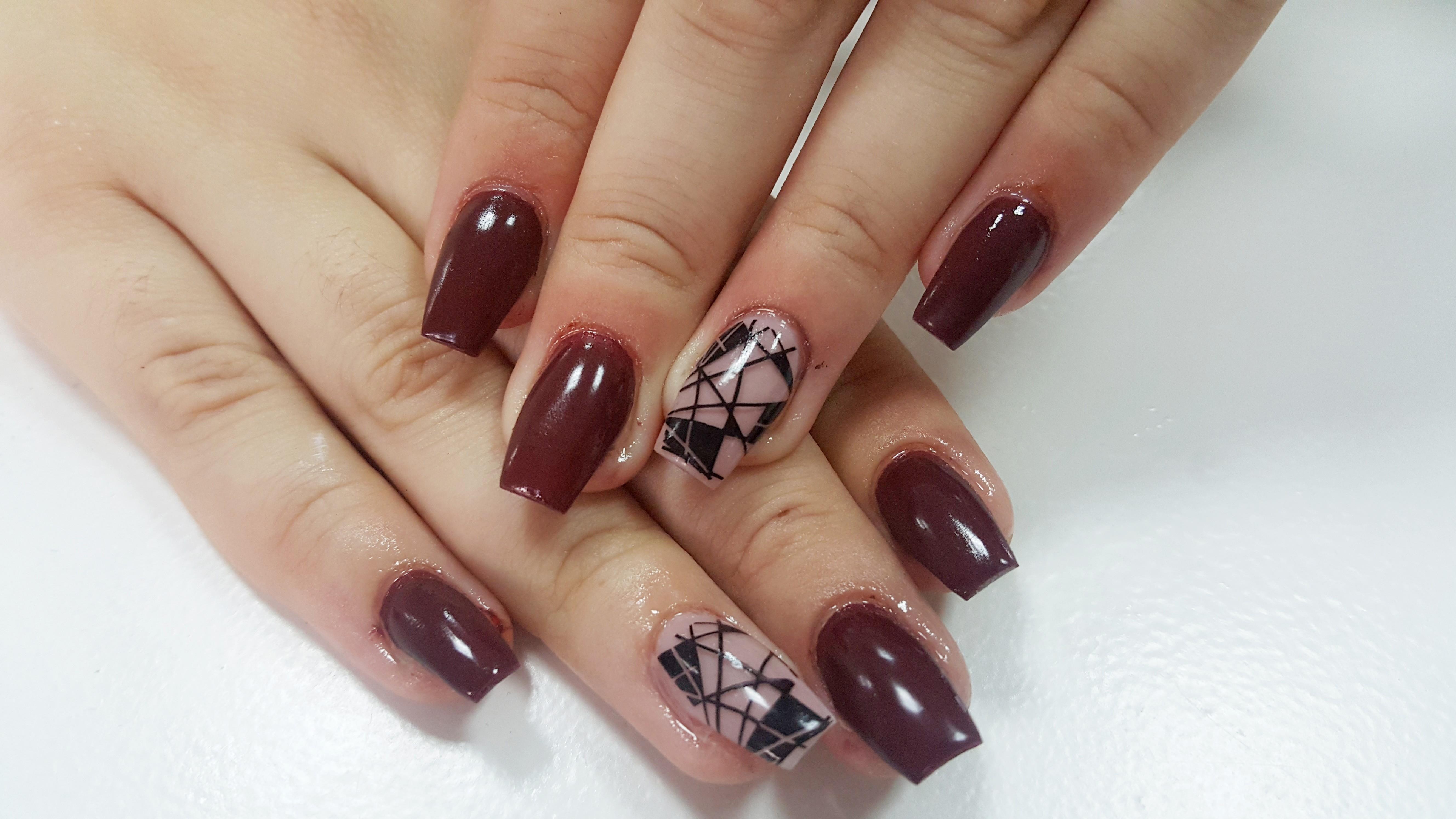 Tečaj ugradnje umjetnih noktiju