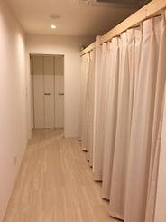 山梨県甲府市の小瀬スポーツ公園の近くで、指圧、マッサージ、鍼灸、温灸、びわの葉灸を行っている指圧鍼灸院Forestフォレストです。施術室は個室スペースです。