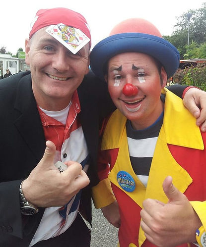 Tony Junior Mix n Mingle Entertainer Family Fun Day Entertainer Magician Puppets Balloon Modeler
