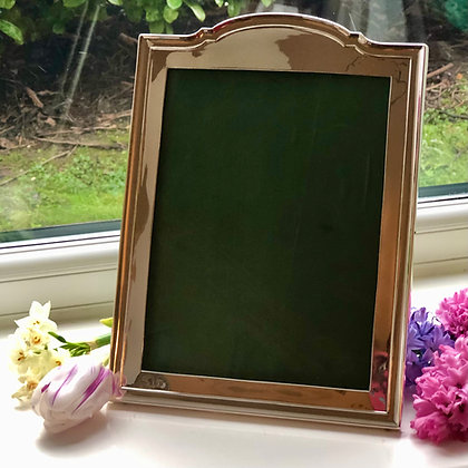 A Antique Sterling Silver Picture Frame With A Arch Decoration Birmingham 1917.