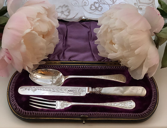 A Beautiful Silver Christening Set With Mother Of Pearl And Engraved Blades.