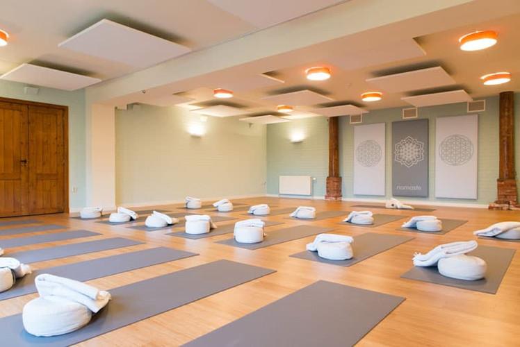 Yogazaal-Retreat-Center-in-Nederland-The