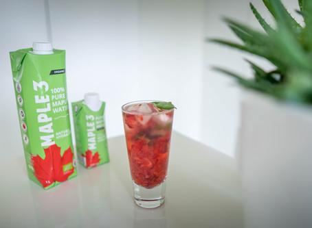 Cocktail d'eau d'érable, fraises et basilic