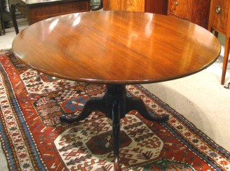 Very Good and Exceptionally Large Georgian Tilt-Top Tripod Table in Mahogany