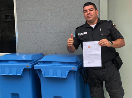 AMAB doa contêineres de lixo ao 2º BPM